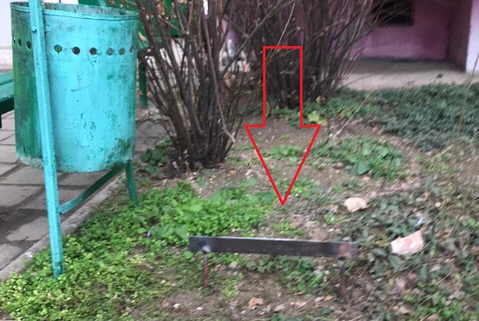 В домах Ворошилова 31 и 33 установлены приспособления для  очистки обуви от грязи