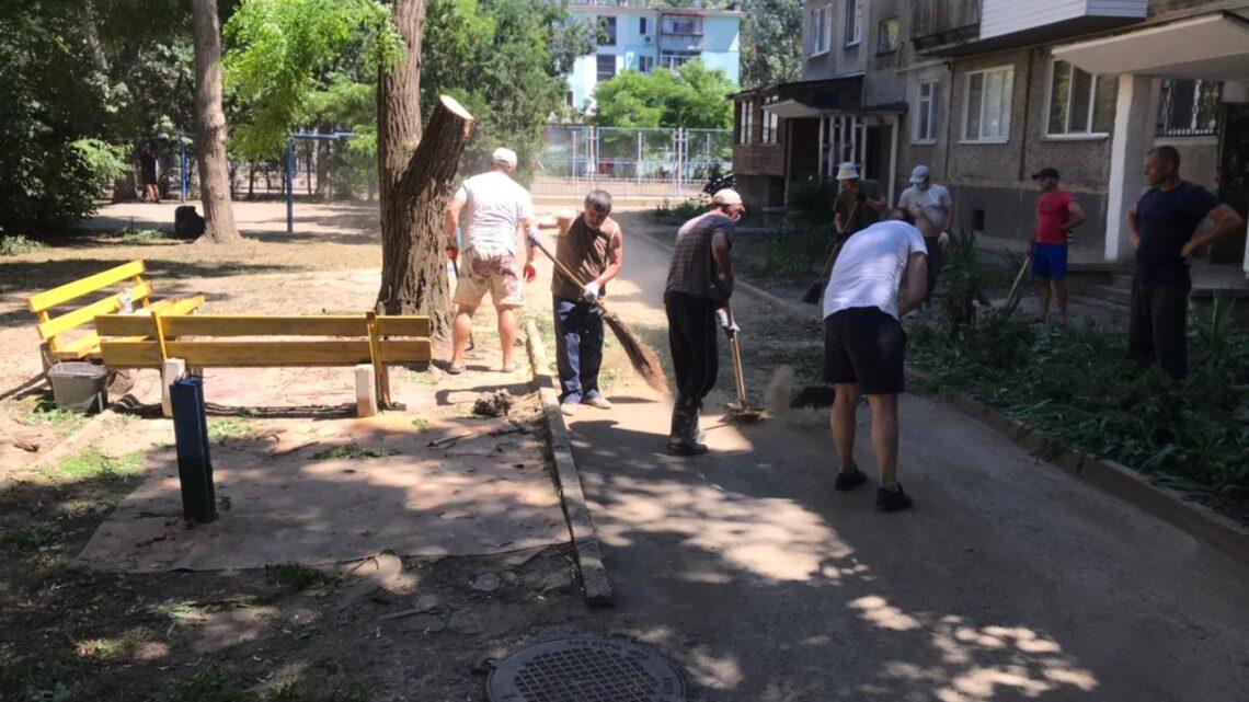 Юных Ленинцев, 3 — спил аварийных деревьев