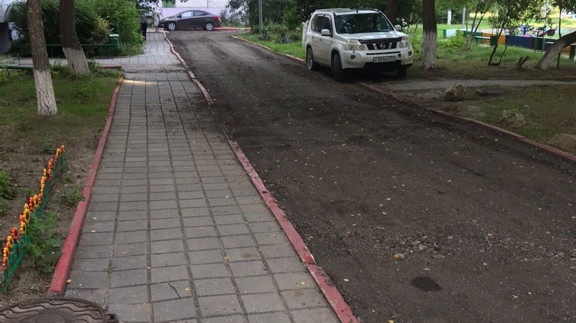 Укладка асфальтной крошки во дворе Ворошилова, 31